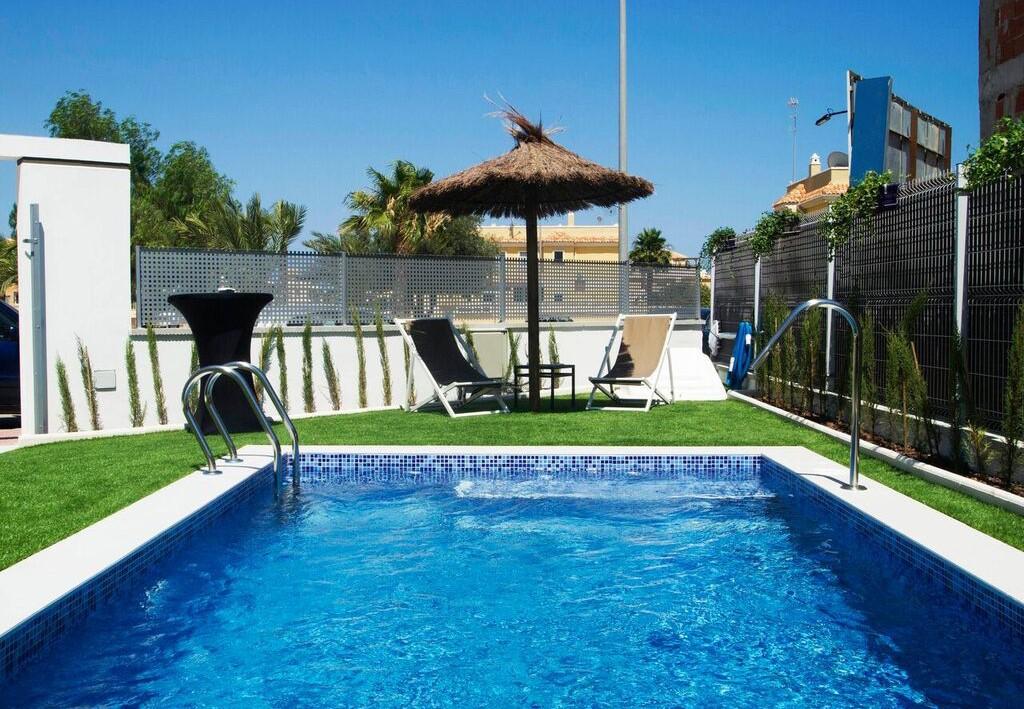 Sch ne neubauvillen mit pool in quesada ihre for Garten pool vorarlberg